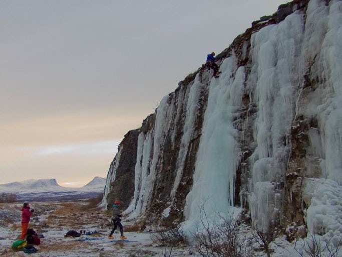 Abisko - Ice climbing on vertical ice (afternoon)