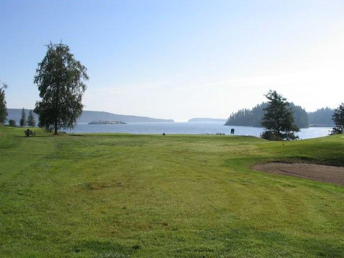 Golf med havsutsikt på Höga Kusten